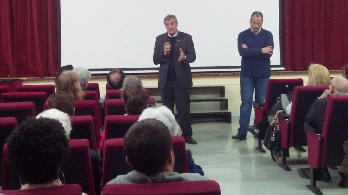 Proyección en Barcelona del documental Love, sobre el drama de la prostitución infantil en Sierra Leona, a cargo delmisionero salesiano Jorge Crisafulli (izquierda) y Alberto López, productor del documental.