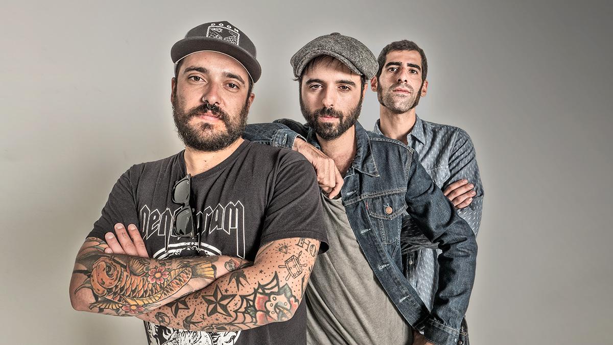 Juancho, el cantante de Sidecars, canta 'Tu mejor pesadilla' en acústico.