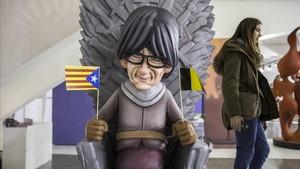Un ninot retrata a Carles Puigdemont como un personaje de Juegos de Tronos en su exilio belga
