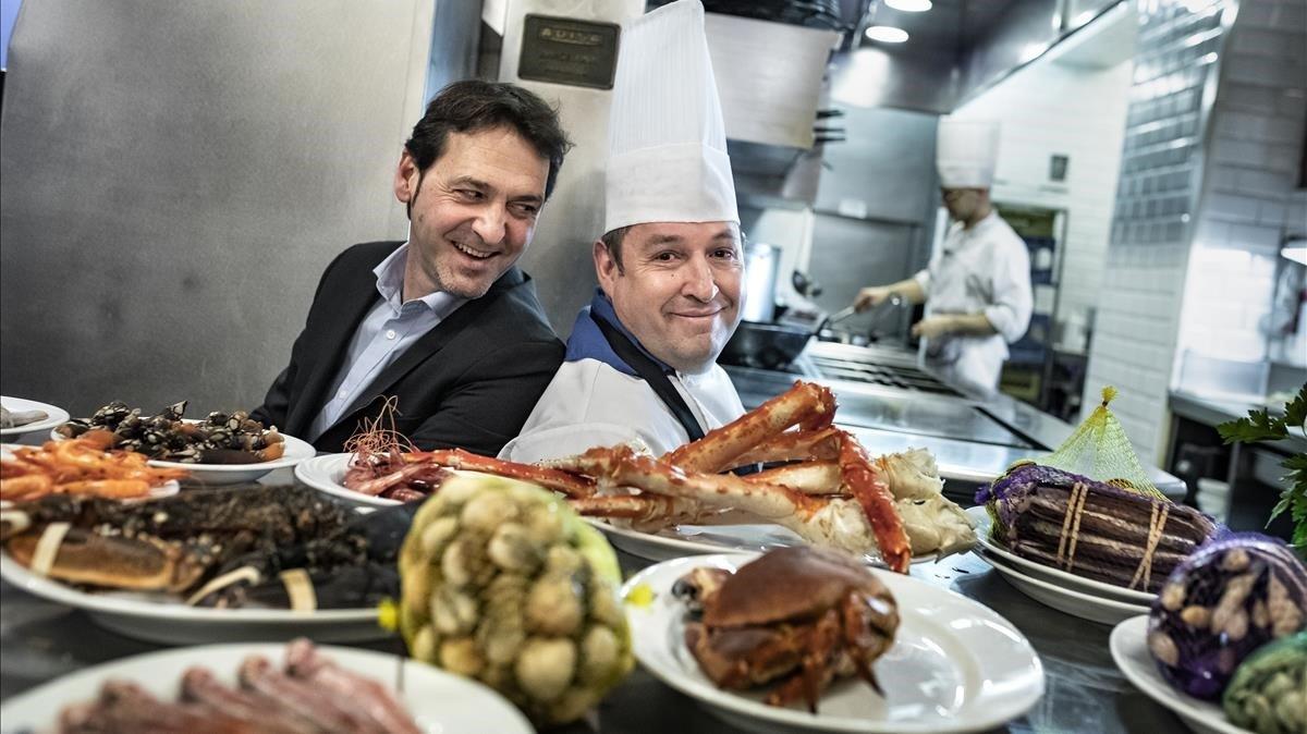 Ángel Alonso y Pedro Sánchez, director y cocinero, respectivamente, de Carballeira con mariscos y moluscos.
