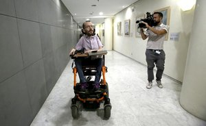 Pablo Echenique en los pasillos del Congreso.