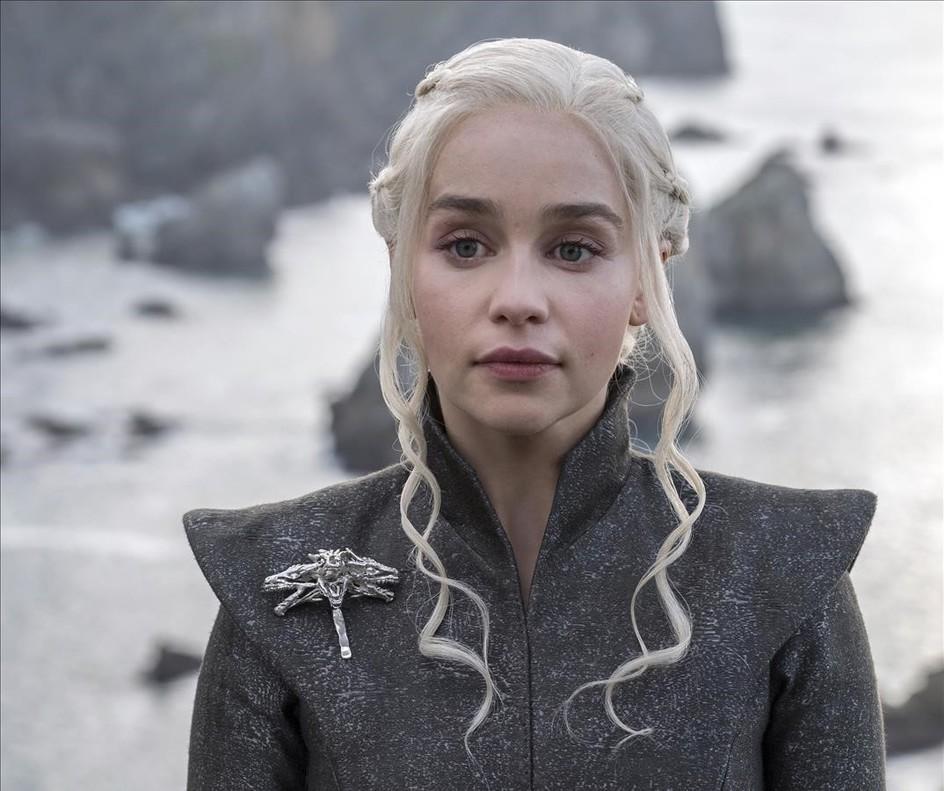 Emilia Clarke interpreta a Daenerys Targaryen en la serie de Juego de tronos.