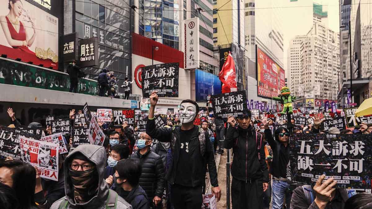 Resultado de imagen para personas salen a las calles en hong kong