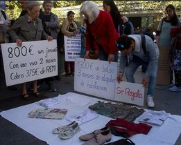 Top manta reivindicativo de la protesta contra la pobreza.