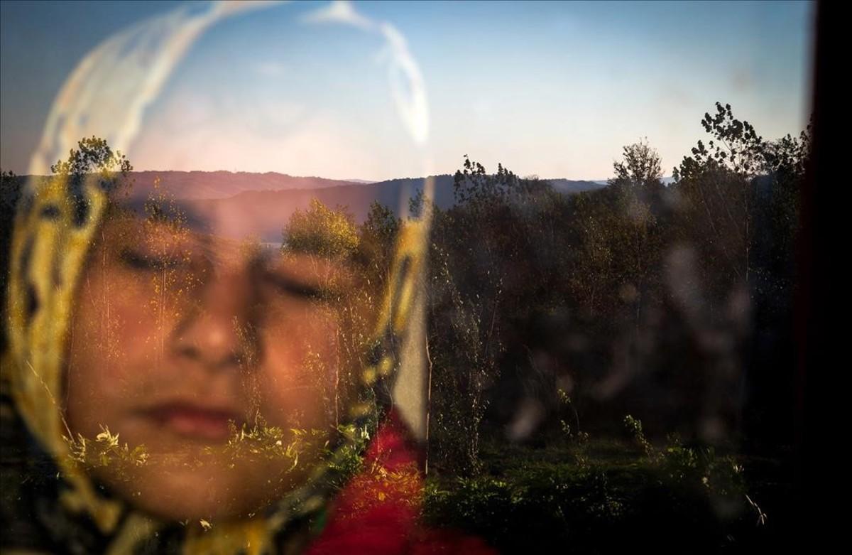 Raheleh, ciega de nacimiento, cada día disfruta del calor del sol en su rostro a través de la ventana. Vive en un pueblo al norte de Irán. Es una de las imágenes premiadas en el World Press Photo.