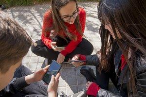 Irene, Santi y Mar hablan de las redes sociales.