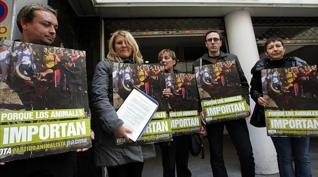 Representantes del PACMA, en una imagen del 2011.