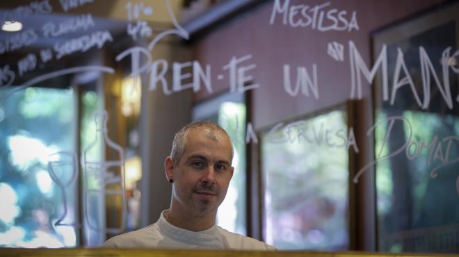 Francesc Gimeno explica cómo preparar albóndigas de ibérico con ají.