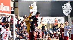 Una jugada de este domingo en el duelo entre el Reus y Osasuna.