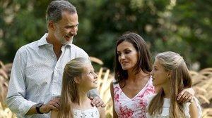 El Rey, Letizia y sus hijas, en Marivent.