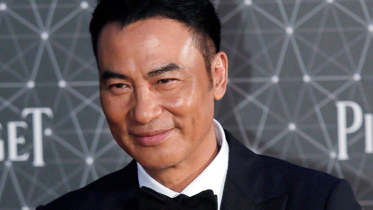 Apunyalat l'actor Simon Yam (Tomb Raider) durant un acte a la Xina