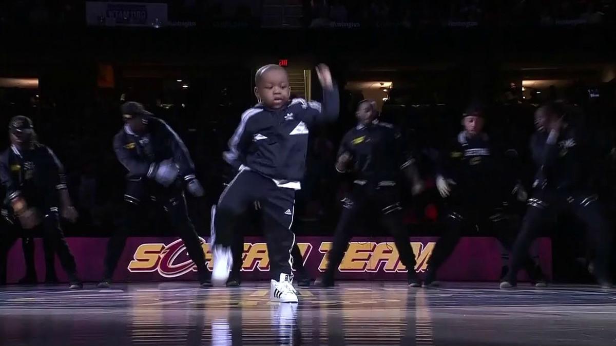 Tavaris Jones, de 5 años, en el estadio de los Cleveland Cavaliers