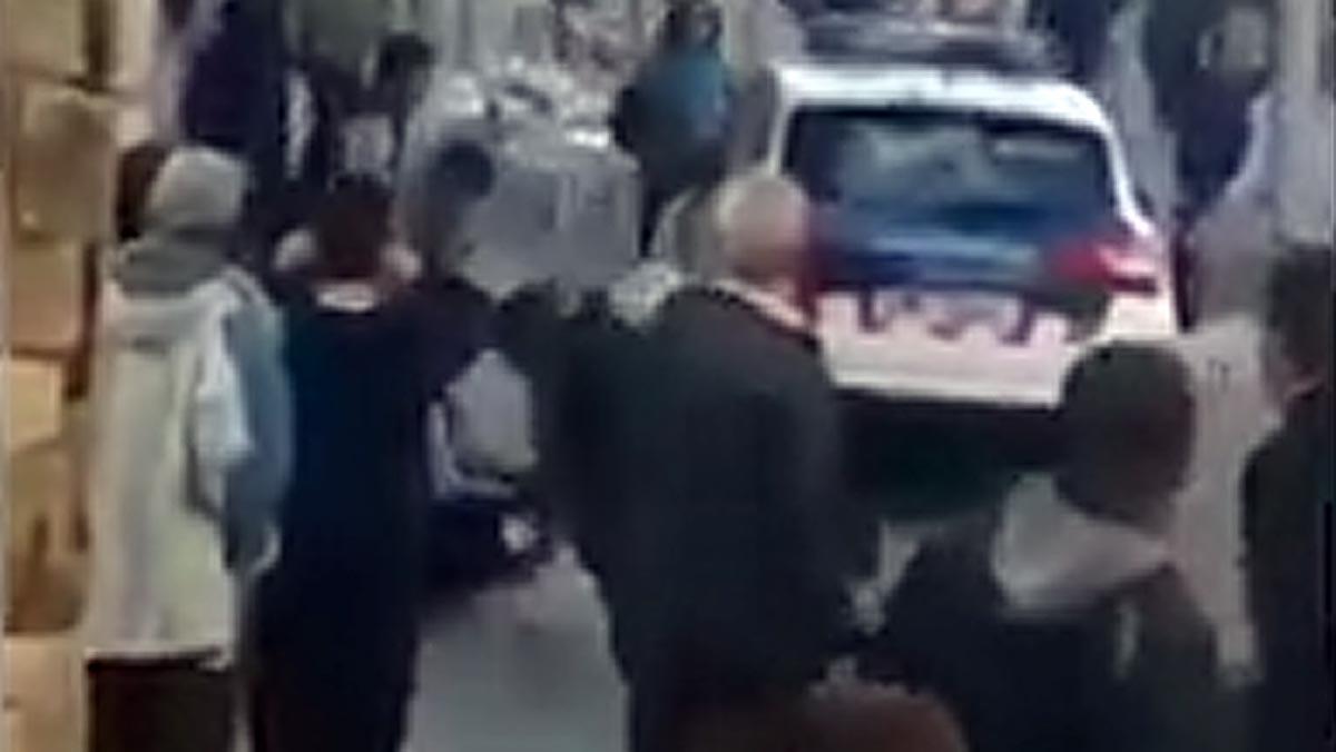 Un vecino grabó un vídeo donde se puede ver la deteción del acusado.