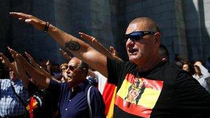 Ultras participan en una protesta convocada en 2018 por la exhumación de Franco.