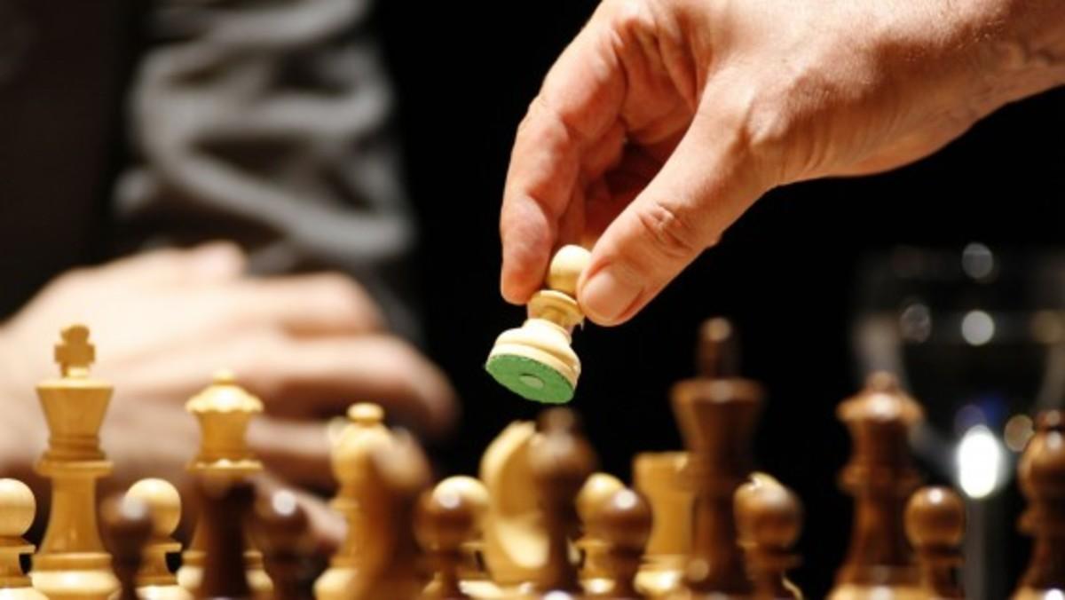 Una acción sobre un tablero de ajedrez.