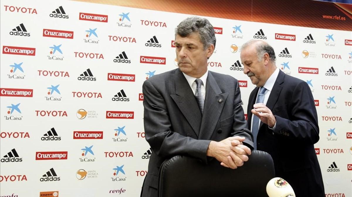Villar junto al Del Bosque en el acto de presentación del técnico salmantino como seleccionador español en el 2008.