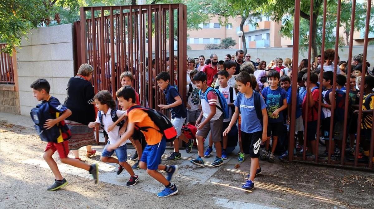 Vuelta al cole en el colegio público Bogatell de Barcelona el pasado septiembre.