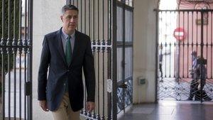 Xavier García Albiol (PP), en la entrada del Ayuntamiento de Badalona.