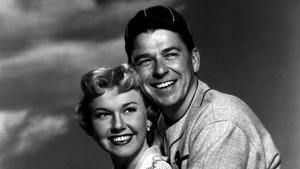 El que fuera presidente de EEUU, Ronald Reagan, con Doris Day, en 1952, en suetapa de actor de Hollywood.