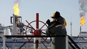 Guerra entre una de les principals petrolieres russes i el monopoli d'oleoductes