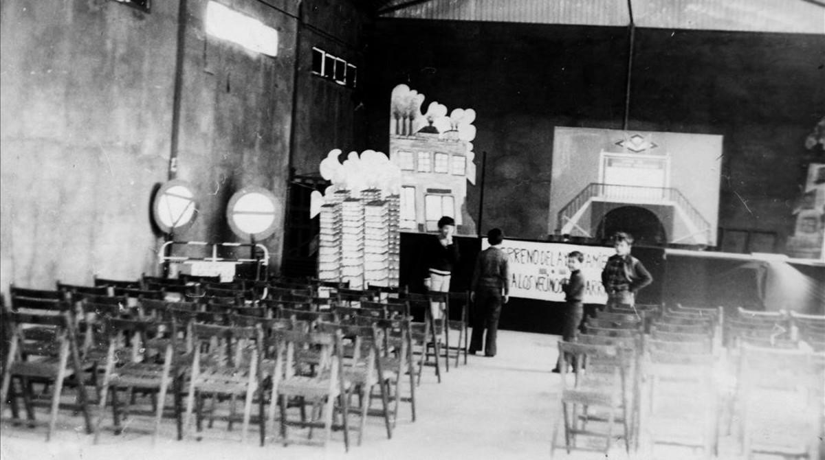 Imagen histórica de los primeros años del Ateneu Popular Nou Barris.