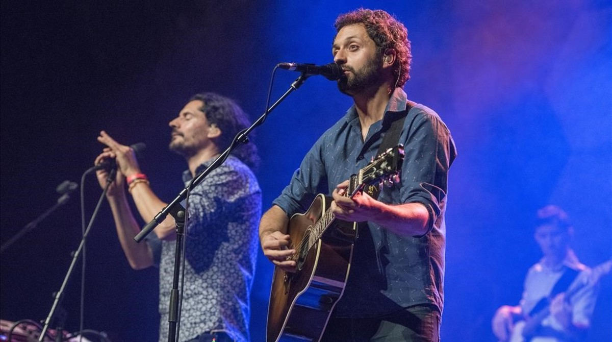 Eduard Costa y Joan Enric Barceló, durante el concierto de Els Amics de les Arts en la sala Barts.