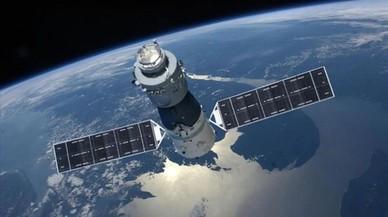 8.000 quilos de ferralla espacial, a punt de caure sobre la Terra