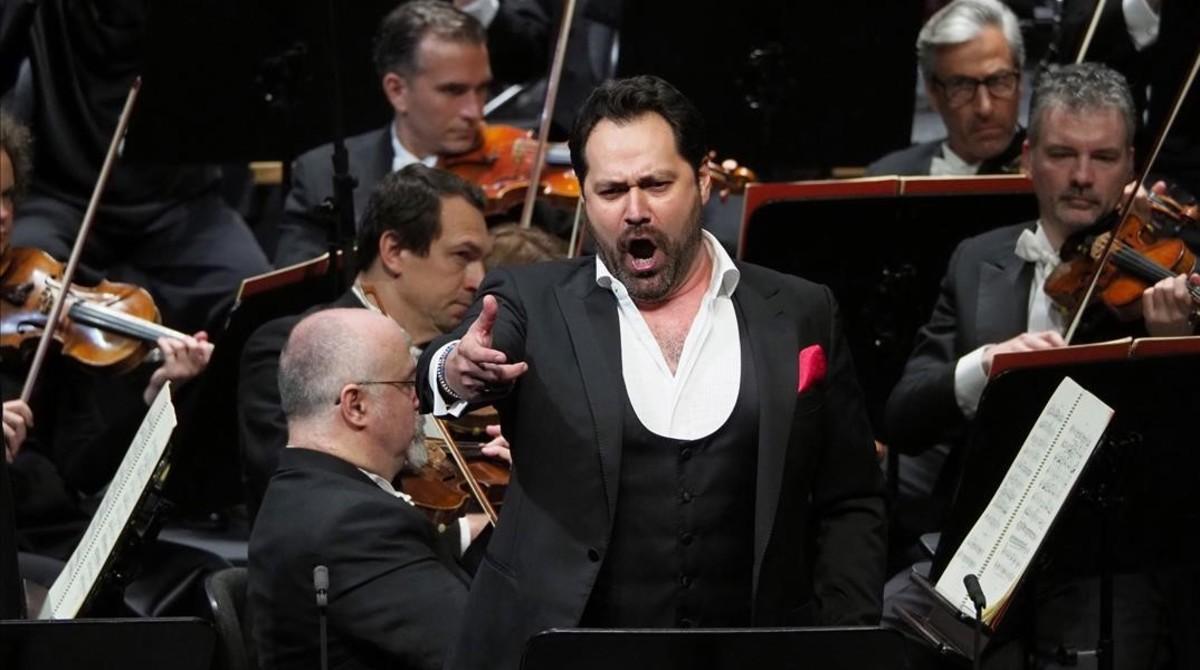 Ildar Abdrazakov, interpretando a Attila en el Liceu.