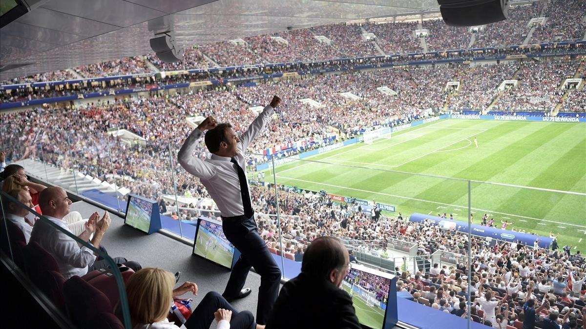 Macron, desatado en el palco.