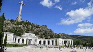 Visitantes en la basílica del Valle de los Caídos, cerca de Madrid.