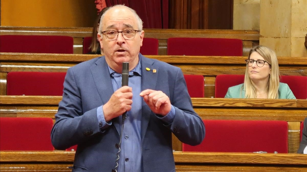 El 'conseller' Josep Bargalló, en el Parlament.