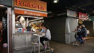 Indignació (i indigestió) als milers de bars i restaurants condemnats a abaixar la persiana