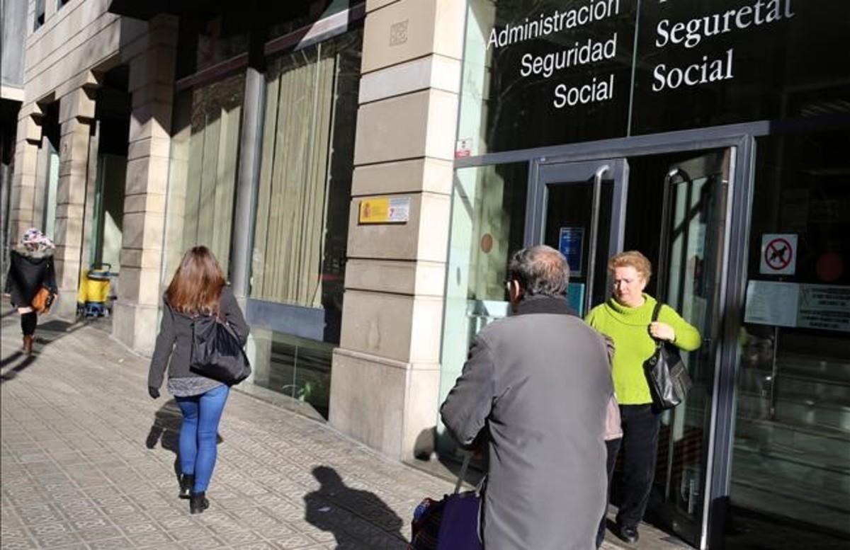 La petita gran fam lia de la burocr cia for Oficina seguretat social