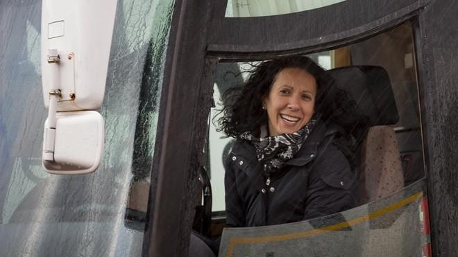 Al volante (de un camión) contra la pobreza femenina (ES)