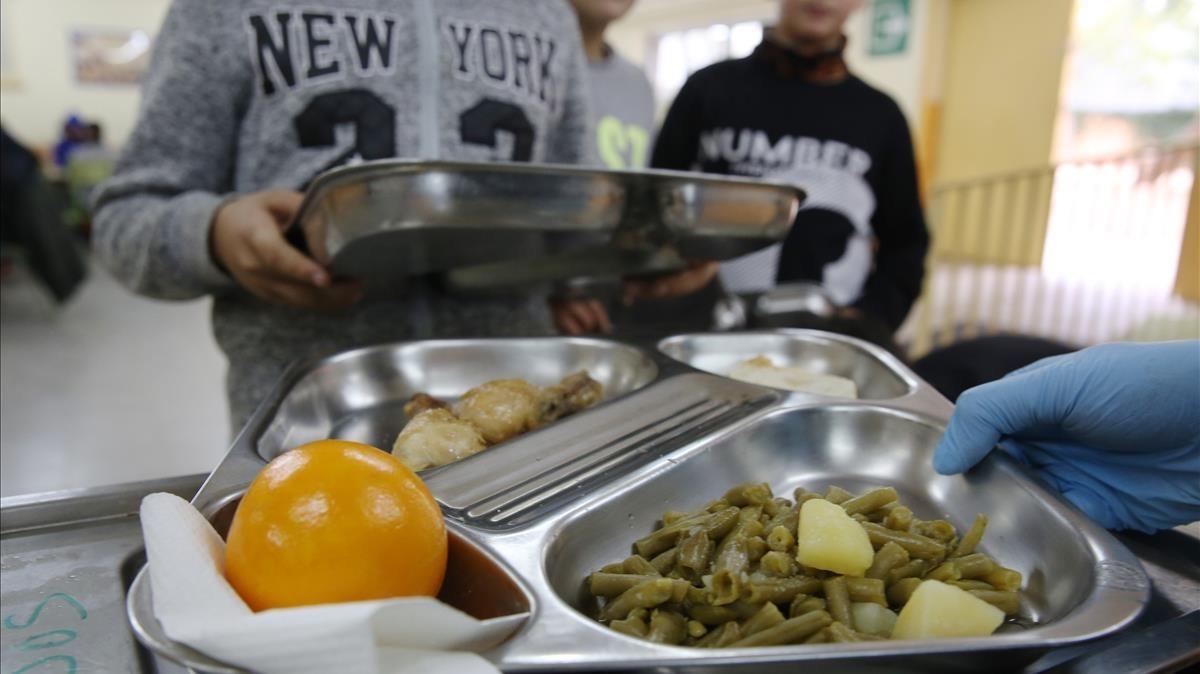 Ensenyament aparta a las ampas de la gestión de los comedores