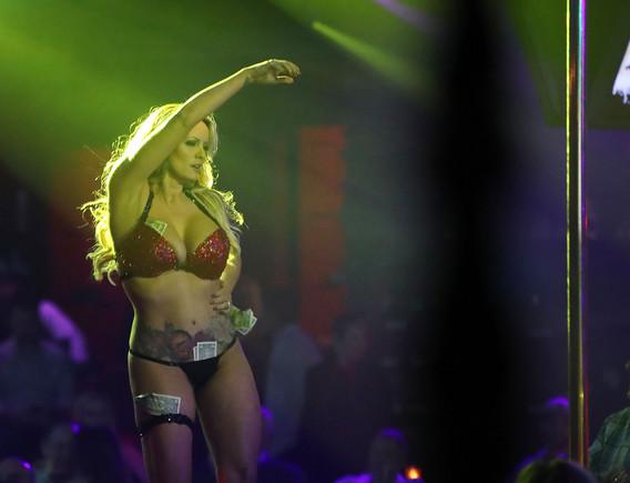 La actriz involucrada con Donald Trump, detenida en un club de striptease