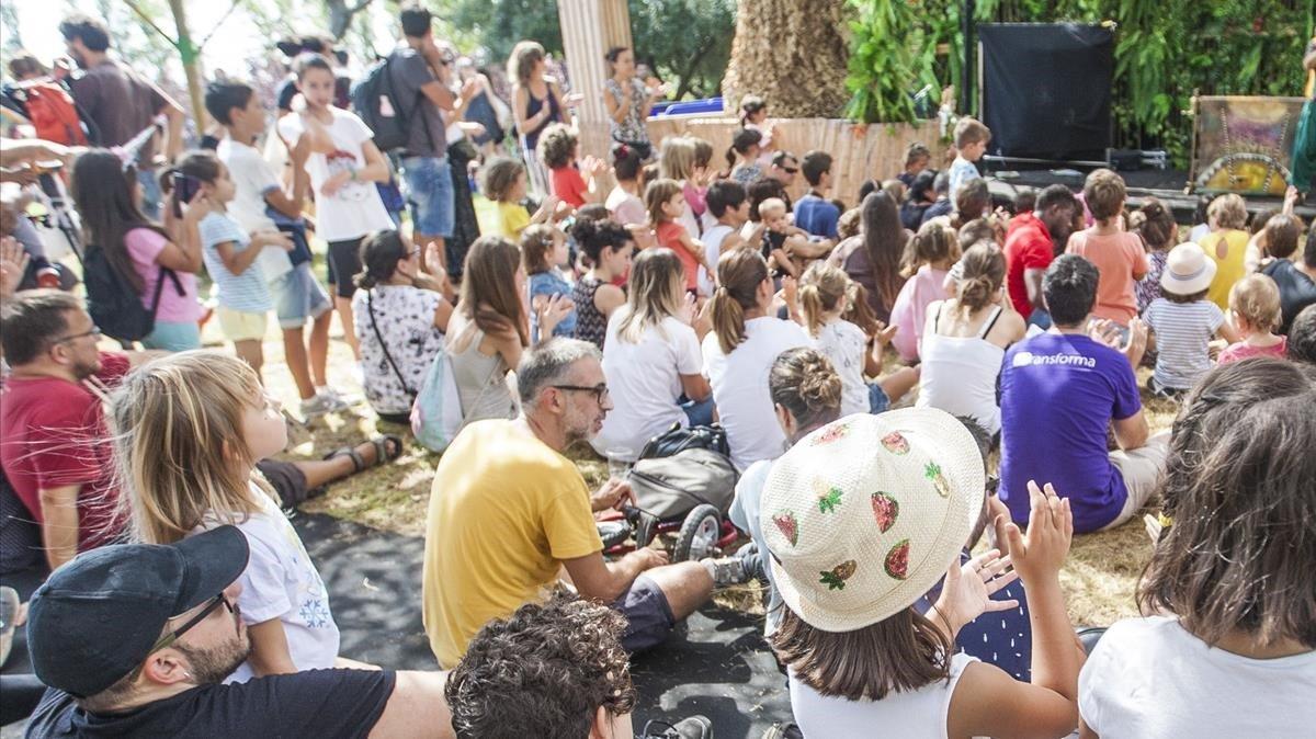 Público en un espectáculo del MAC Festival de La Mercè 2019