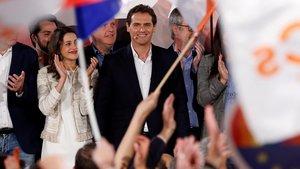 Albert Rivera junto a Inés Arrimadas en la valoración de los resultados electorales.