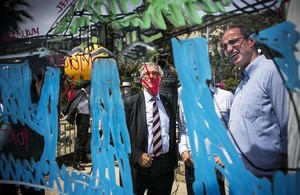 El alcaldable de CiU por Barcelona Xavier Trias y Antoni Vives,concejal de Hábitat Urbano y número cuatro de la lista, explican su plan para el Morrot.
