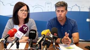 La alcaldesa de Cambrils, Camí Mendoza, y el concejal de Cultura, Josep Lluís Abella, este miércoles en la rueda de prensa.