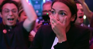 Alexandria Ocasio-Cortez, en una escena del documental A la conquista del Congreso.