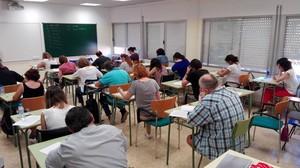 Alumnos y alumnas del CNL Cornellà en una prueba final