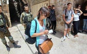 Ana, trabajando en Hebrón.