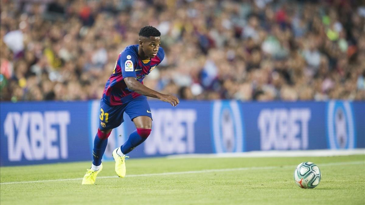 Ansu, que suplió a Carles Pérez, en su estreno en el Camp Nou.