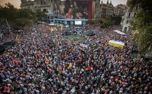 Asistentes a la concentración de Barcelona un año después del 20-S.