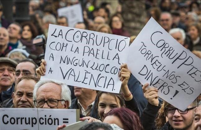 Miles de personas claman en Valencia contra la corrupción