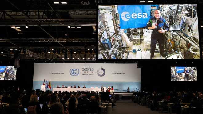 El astronauta Luca Parmitano interviene en la Cumbre del Clima desde la Estación Espacial Internacional.