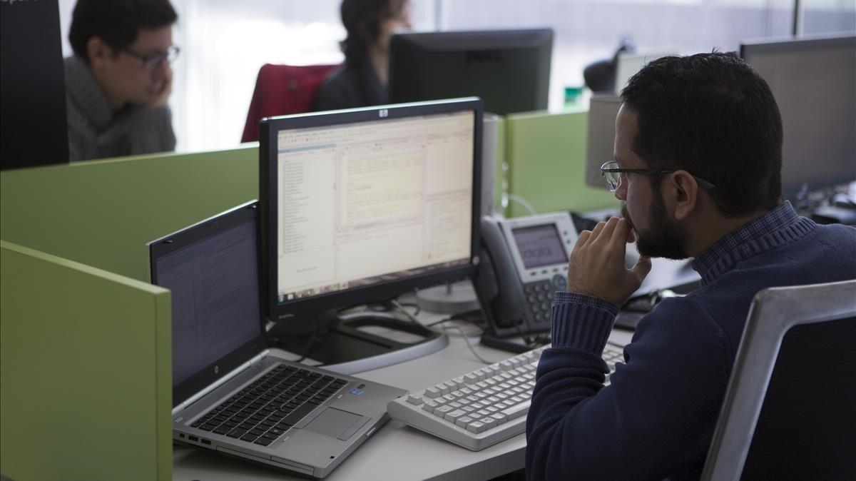 Un operario del Centre de Excel·lencia del Big Data de Barcelona.