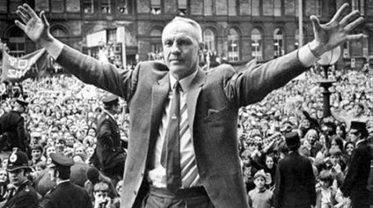 Bill Shankly, en una recepción en Liverpool tras conquistar un título.