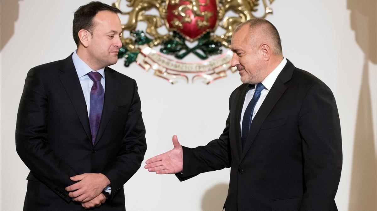 Boiko Borisov (derecha) recibe en Sofía al primer ministro irlandés, Leo Varadkar, este viernes.